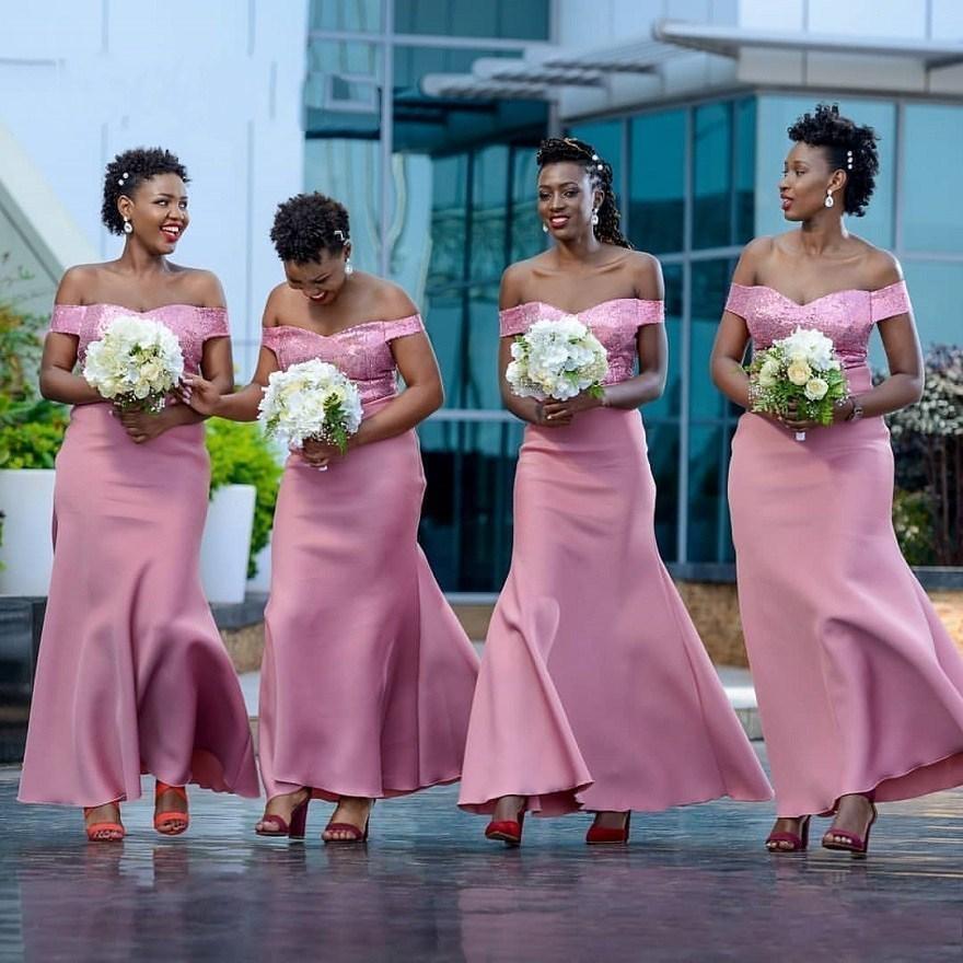 Élégant extensible sirène robes épaules dénudées rose paillettes Top mariage robes d'invités fait sur commande africain