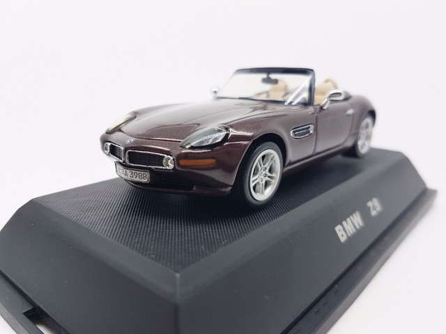 JADI 1:43 Scale Model Car  Z8 Criollo Red Brand New