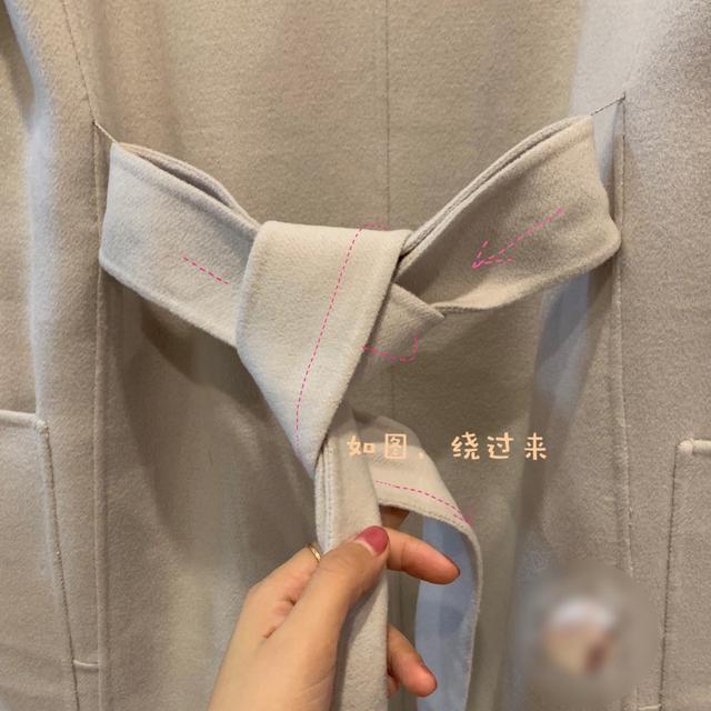 图解大衣蝴蝶结的打法