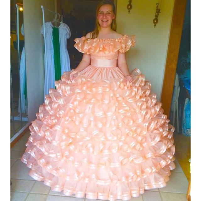 Vestidos Quinceanera vestido de Baile Ruffles Tiers 2017 Pêssego Azul Off o ombro sweet 16 anos vestido de festa de formatura com bownot CR207