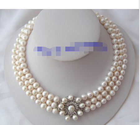 A stunning 3rows 7-8mm round white freshwater pearls necklace A stunning 3rows 7-8mm round white freshwater pearls necklace