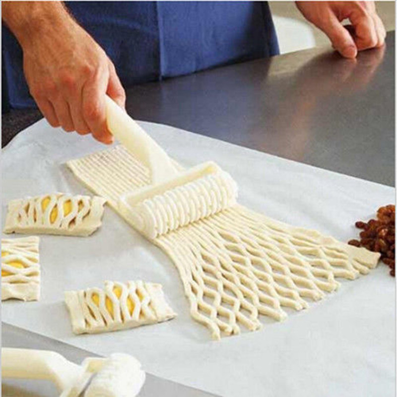 1PCS  Small Size Baking Tool Cookie Pie Pizza Bread Pastry Lattice Roller Cutter  Plastic Free Shipping