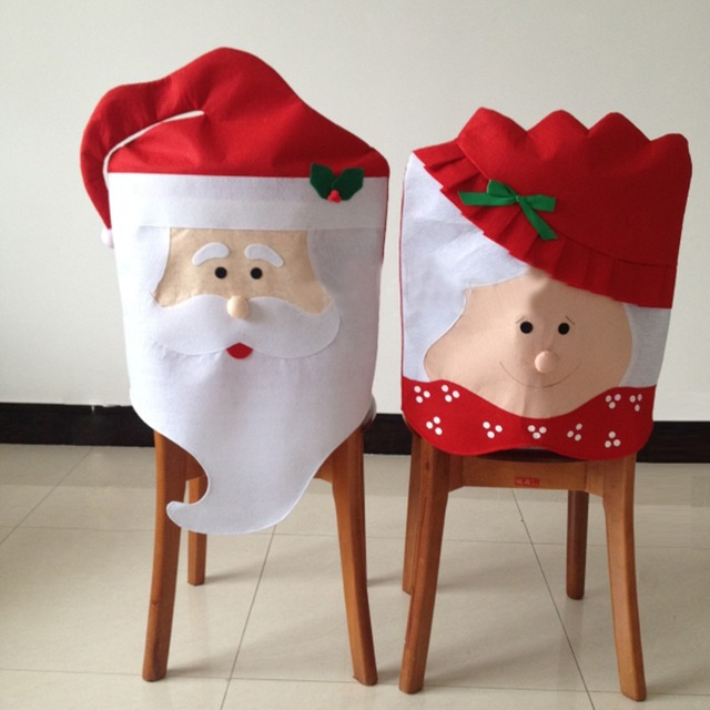 Чехол для спинки стула в виде милых господина и госпожи Санта Клаус.