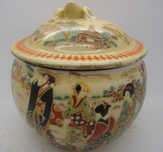 Old China handmade porcelain pot painting, sculpture Maid pots