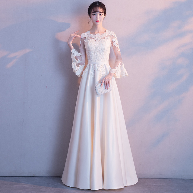 White Lace Women Chinese Traditional Dress Party Lady Elegance Cheongsam  Wedding Dress Vintage Bridesmaid Qipao Evening Dress 16df60620819
