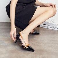 2018 האביב ובקיץ קוריאני האופנה עניבת פרפר בצבע נעליים חלולות חדש מחודד עקבים גבוהים בסדר עם סנדלים.