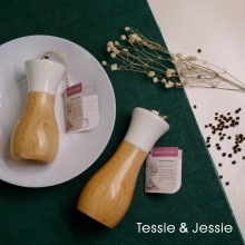 Wooden Pepper Grinder Sea Salt Pepper Shakers Set Smooth Manual Effortless Mills Oilcan Shaped By Tessie & Jessie
