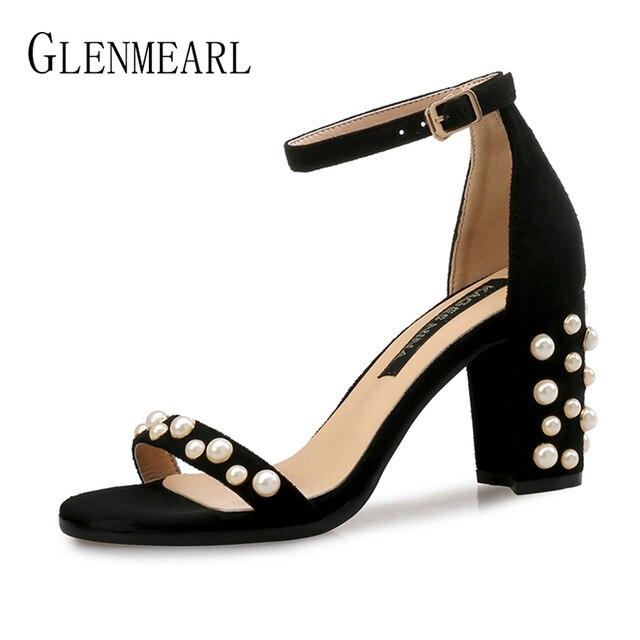 8462cc50a Pérola Mulheres Marca Sandálias de Verão Sapatos De Salto Alto Preto Sexy  Tira No Tornozelo Dedos