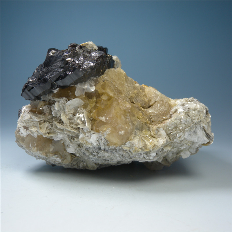 Gifts natural mineral cassiterite scheelite mineral mica mineral specimens Aquamarine symbiotic teaching science