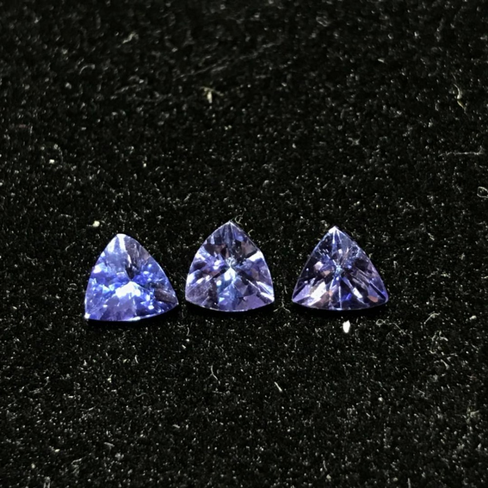 100 natural tanzanite loose gemstone 5 mm 5 mm trangle shape genuine VS tanzanite loose stone