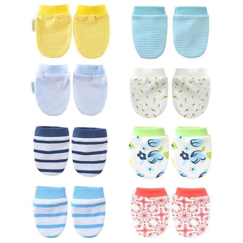 1 ペア印刷スタイルのベビー手袋子供ガールズボーイズアンチスクラッチ保護手袋ソフト新生児乳幼児シャワーギフト