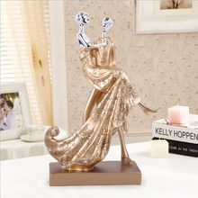 Wedding Gifts Europe Resin Couple Sculpture Statue Ornaments Desktop Crafts Home Decoration Creative Lover Figurines Miniatures