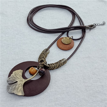Bohemian Plant Leaf Charm Pendant Wood Necklace