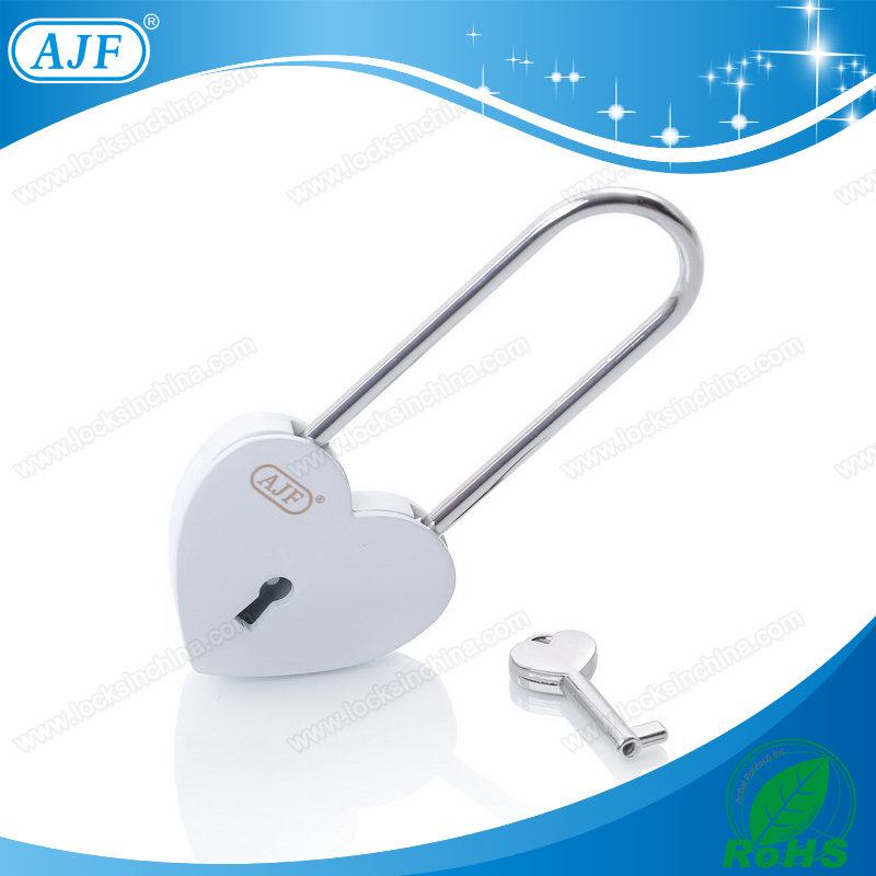 Couple gift Christmas gi Romantic Craft Souvenir lock can DIY by yourself AJF brand Products sell like hot cakes in Russia..