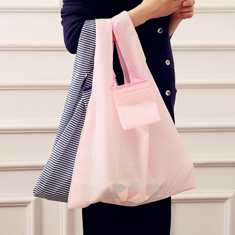 купить 2018 New Fashion printing foldable green shopping bag Tote Folding pouch handbags Convenient Large-capacity storage bags по цене 59.84 рублей