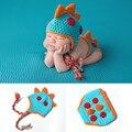 2016 nova Crochet Newborn Fotografia Props Malha Dinossauro do Dinossauro dos Meninos Roupas de Bebê Conjunto Chapéu Infantil Foto Props MZS-16033