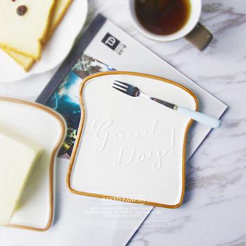 Najlepsze 6 5 Cal kreatywny Toast kształt obiadowy talerz ceramiczny porcelana taca gastronomiczna narzędzia kuchenne zastawa stołowa talerz śniadaniowy na kanapki dla dzieci tanie i dobre opinie Plac List white Logistics packaging Contact Within 12 hours tableware Glossy Glaze More then 1000 PCS Acceptable Painting