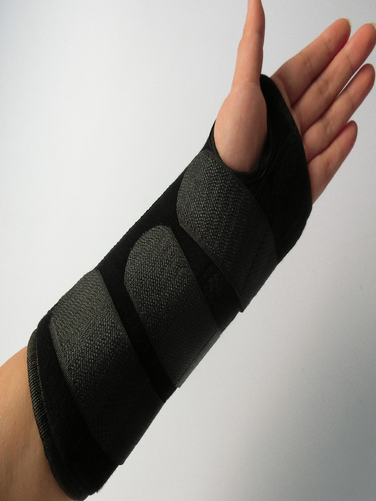 Nové prodyšné Wrap Wrap podporu ruku rovnátka s nerezovou deskou pro levou a pravou ochranu karpálního tunelu