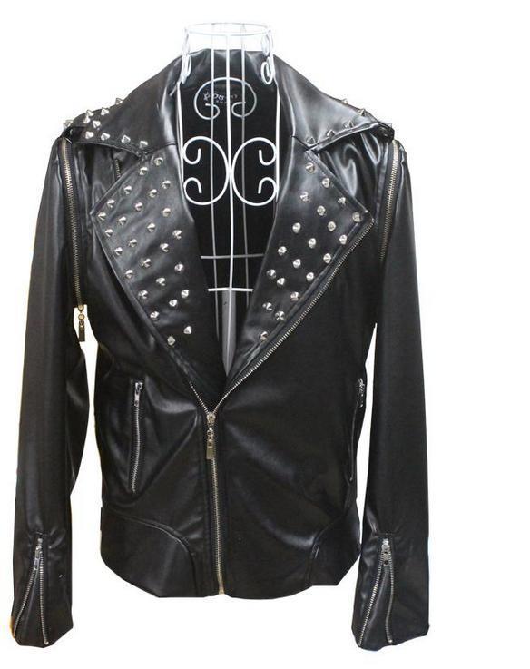 Черные модные косой молнией мотоциклы куртка из искусственной кожи мужчины певица 1 Заклёпки мужские кожаные куртки и пальто Настраиваемые