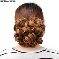 Delice femmes bouclés Chignon avec peignes en plastique grand Chignon cheveux synthétique court blond désordre petits pains pince en postiches
