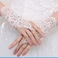 Elegante Do Laço Branco Luvas de Casamento para As Mulheres Luvas de Noiva para Casamentos lucy projeto refere-se ao longo branco acessórios