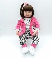 22in 56 см Моделирование Новорожденные девушка bebe bonecas очарование ребенка с милый костюм и маленькие белые туфли силикона reborn baby doll