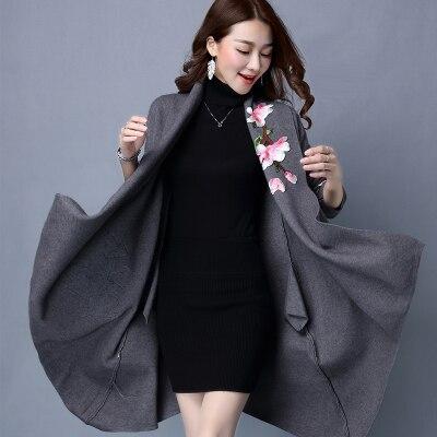 Элегантный свитер плащ пальто для женщин Цветочная вышивка кимоно Осень Зима длинное женское пальто длинный рукав Тренч пальто верхняя одежда - Цвет: Серый