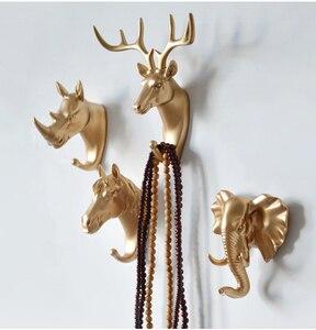 Image 5 - Dekorative Gold Wand Haken 6 arten Tier Design Antike Kleiderbügel Für Kleidung Handtaschen Organizer Küche Badezimmer Waschraum Dekore
