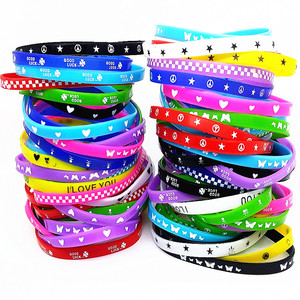 Image 3 - 100Pcs Kids Siliconen Armband Polsbandje Kinderen Jongen Meisje Diverse Kleuren Liefde Bangle Familie Party Gift Mix Stijlen Groothandel