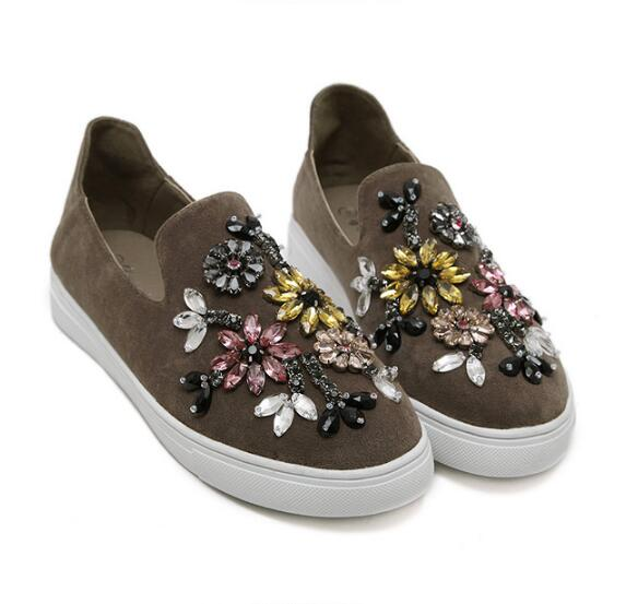 цена Brand New Fashion Casual Flowers Crystal String Beads Loafers Slip on Flats Summer Autumn Style Shoes Woman flat shoes women онлайн в 2017 году