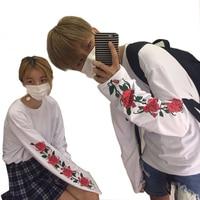 Harajuku рубашка 2017 корейский ulzzang Футболка женская Kawaii стиль тонкие длинные рукава футболка для мужчин и женщин цветочный принт розы белые руб...