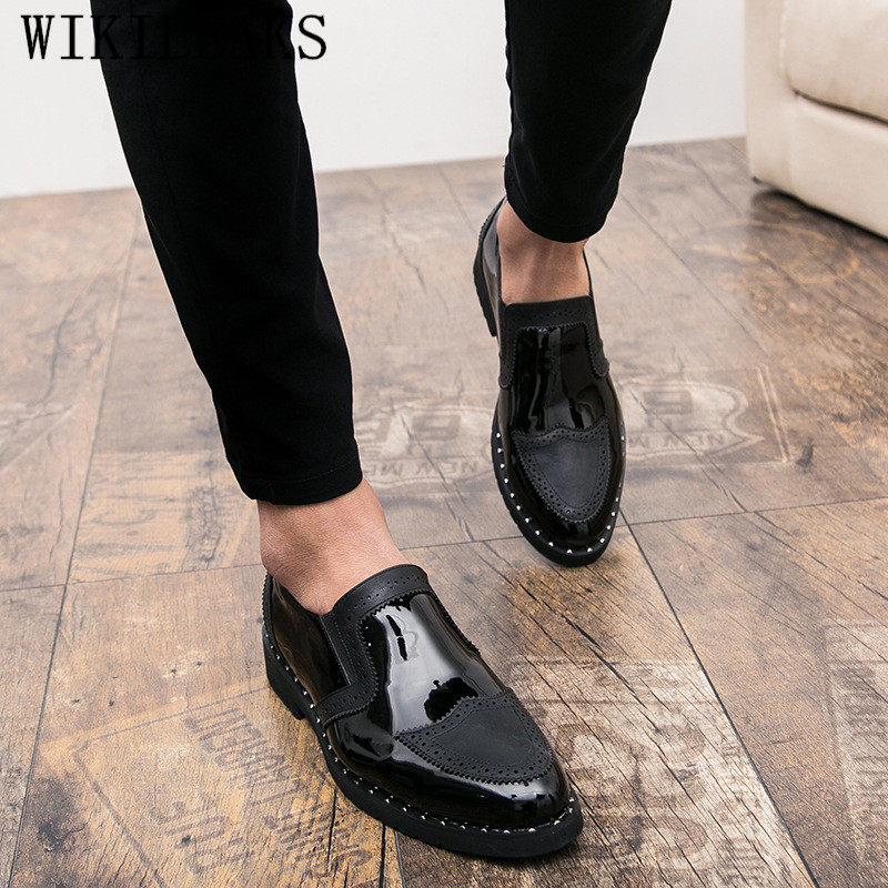 2018 Designer Men Formal Shoes Men's Business Dress Brogue Shoes For Wedding Party Patent Leather Oxford Shoes For Men Loafers sapatos mujer brand designer smoker flats shoes patent leather formal dress shoes men loafers