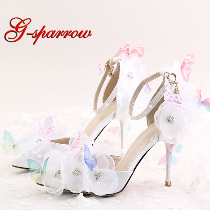цена 2018 New Design White Color Flower Lace Butterfly Bridal Wedding Shoes Pointed Toe Round Toe Party Prom Pumps with Ankle Straps