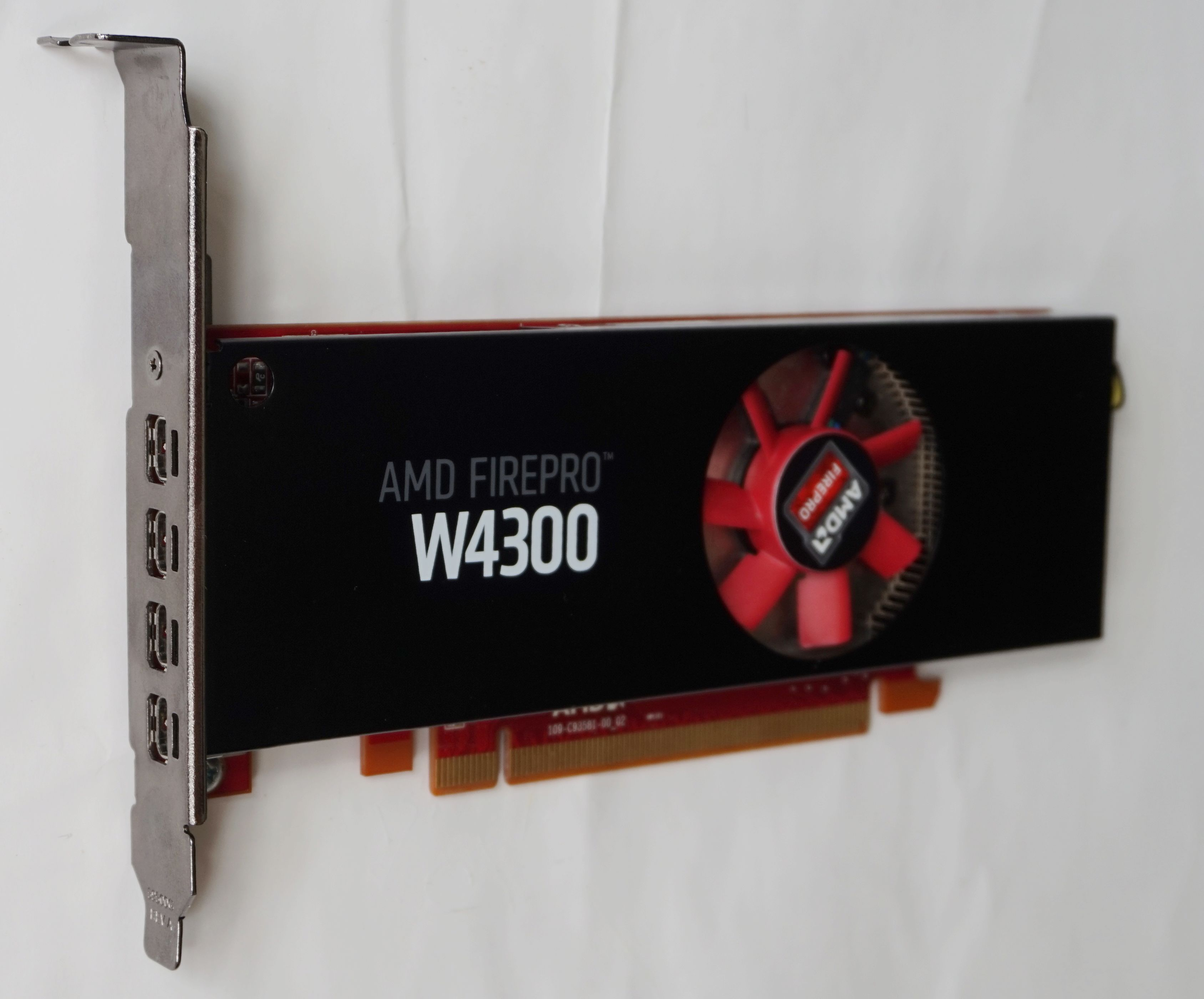 AMD Firepro W4300 4GB Professional Design Graphics Card 3D Rendering 4 Screen Graphics Graphics Card
