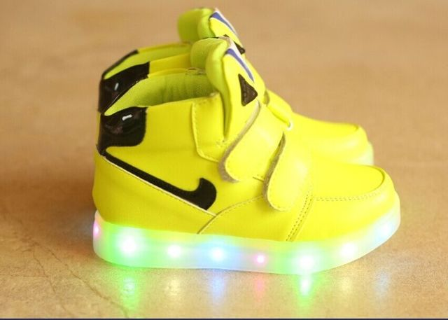 Hot-selling 2018 New Fashion Children Shoes With Light Kids Soft Bottom LED Lights Shoes For Boys Girls Sneakers Free Shipping