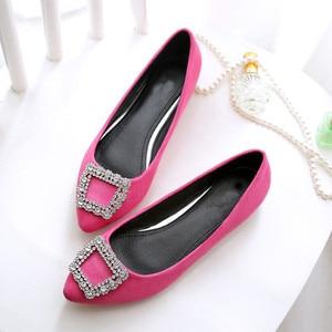 Image 2 - BEYARNE zapatos de ante a la moda para mujer, zapatillas femeninas de suela plana de gran tamaño, zapatos de ocio puntiagudos, cómodos para conducir