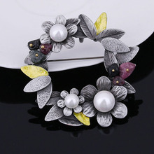 цена на Fashion Vintage Imitation Pearl Bauhinia Flower Brooch For Women Luxury Elegant Wedding Bouquet Brooch Pin Accessories