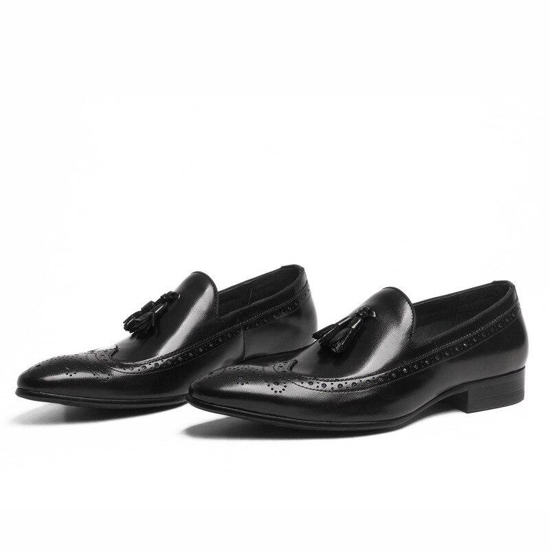 Business Brogue Carving Black Anzug Herren Büro Arbeiten Hochzeit Männer Quaste On Kleid Formalen Slip Spitz Männlichen Mode Schuhe HBR7w6wq