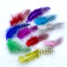 50pcs / Bag Plumes 4.5-8cm Dyed Color Real Natural Pearl Chicken Pheasnt Feathers for Mask Jewelry Dress Making Craft Decoration