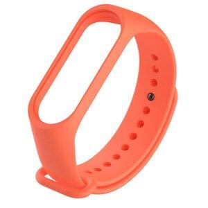 Image 5 - 1 sztuk Miband3 wymiana opaski na rękę miękki silikonowy zegarek bransoletka dla Xiaomi Mi Band 3 pasek pomarańczowy czarny czerwony