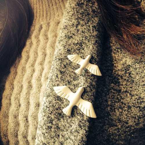 Vendita calda 1pc New Coreano di Arte Del Metallo Bianco Bella Colomba della Pace di Modo Collare Spilla Spilli Distintivo per le Donne Degli Uomini maglione Carino Gioielli