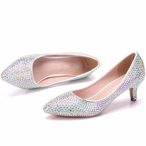 Image 5 - 크리스탈 퀸 여성 펌프 크리스탈 웨딩 신발 지적 발가락 하이힐 신발 라인 석 5 cm 일치하는 가방 신부 지갑 신발
