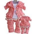O envio gratuito de marca da menina da roupa do bebê definir o estilo Europeu três-pedaço terno meninas Conjunto da roupa do bebê