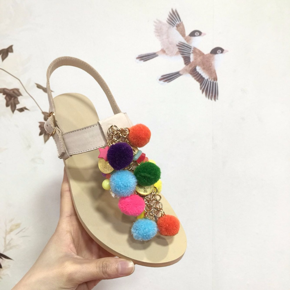Sandals shoes holidays - Open Toe T Strap Sandal Multicolored Fur Ball Chain Embellished Flat Sandals Top Selling Beach Holiday Summer Dress Shoes Women