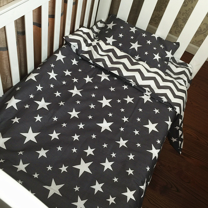 3 Pcs Baby Bed Set Cotton Star Pattern Baby Bedding Set Custom Print Quilt Cover Cot Sheet Pillow Cases Newborn Bed Bedding contrast striped print bedding set