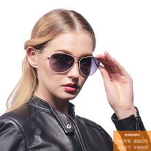 The new fashion lady polarized sunglasses gradient polarizer sunglasses female model