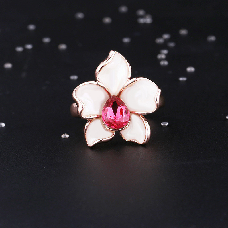 Charm White Flower Ring For Female Fashion Mosaic Red Crystal Water Drop Rose Gold Color Ring Women Engagement Party Gift in Rings from Jewelry Accessories