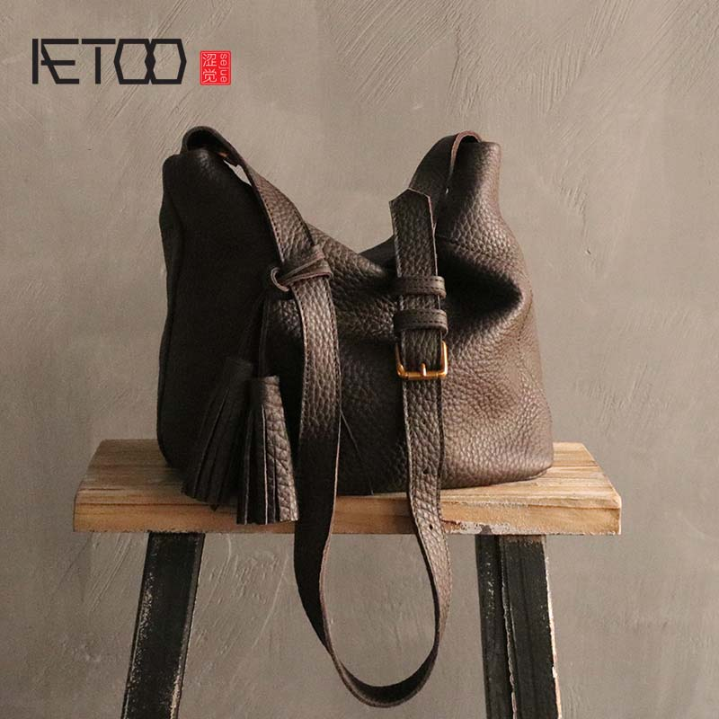 AETOO New simple leather bucket bag female large-capacity first layer leather diagonal bag soft leather tassel should bag women aetoo new leather diagonal female bag korean fashion tassel lady bag leather shoulder messenger bag