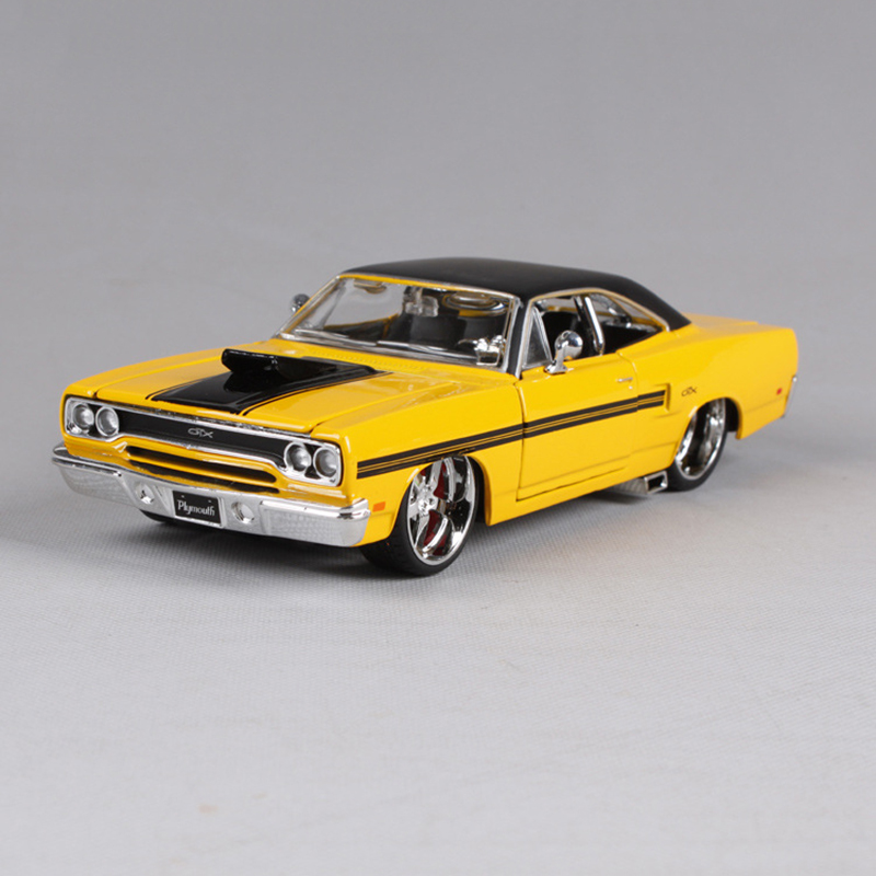 Maisto 1:24 Diecast Model 1970 Plymouth GTX Yellow Alloy Car Metal Toys gift modified car simulation model For Collection yellow car model for 1 18 rover series i ltd 1948 minichamps classic collection diecast model car diy model customs made