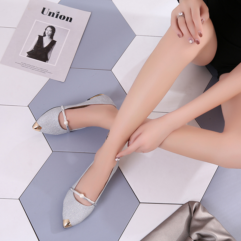 Shoes women spring 2018 new pearl shallow-mouthed chic single shoes 100 lap flat shoes Korean version 100 lap women's shoes Pakistan